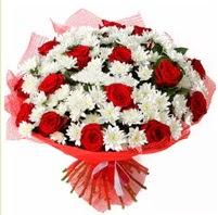 11 adet kırmızı gül ve beyaz kır çiçeği  Aksaray internetten çiçek satışı