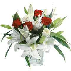 vazo içerisinde 4 gül 1 adet kazablanka  Aksaray online çiçek gönderme sipariş