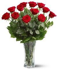11 adet kırmızı gül vazoda  Aksaray internetten çiçek siparişi