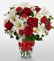 Eşsiz vazo tanzimi güller kazablankalar  Aksaray online çiçek gönderme sipariş