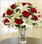 12 adet kırmızı gül 2 dal kazablanka vazosu  Aksaray çiçek satışı
