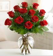 Vazo içerisinde 12 kırmızı gül  Aksaray çiçek satışı