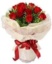 12 adet kırmızı gül buketi  Aksaray anneler günü çiçek yolla