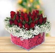 15 kırmızı gülden kalp mika çiçeği  Aksaray çiçek satışı