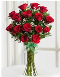 Cam vazo içerisinde 11 kırmızı gül vazosu  Aksaray anneler günü çiçek yolla