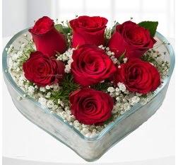Kalp içerisinde 7 adet kırmızı gül  Aksaray çiçek servisi , çiçekçi adresleri