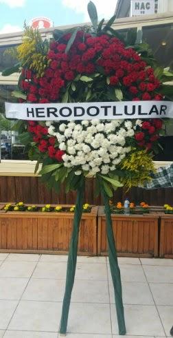 Cenaze çelengi cenazeye çiçek modeli  Aksaray çiçek satışı