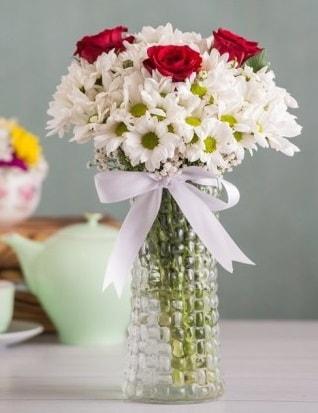 Papatya Ve Güllerin Uyumu camda  Aksaray çiçek gönderme sitemiz güvenlidir