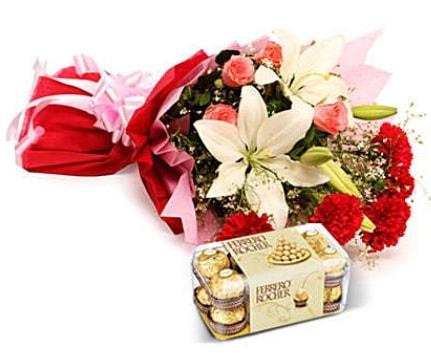 Karışık buket ve kutu çikolata  Aksaray çiçek , çiçekçi , çiçekçilik