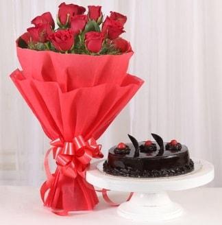 10 Adet kırmızı gül ve 4 kişilik yaş pasta  Aksaray internetten çiçek satışı