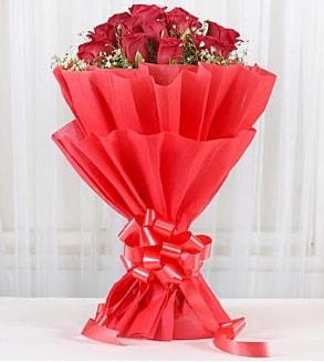 12 adet kırmızı gül buketi  Aksaray hediye çiçek yolla